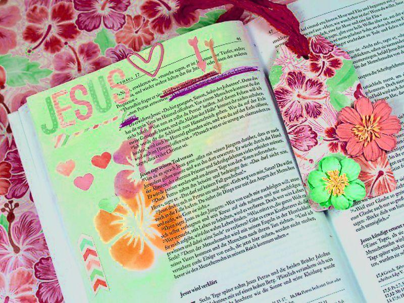 http://www.artcross.at/camp/wp-content/uploads/2013/11/bibleart800x600.jpg